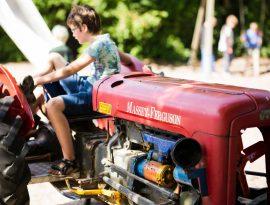 jongen tractor sfeer